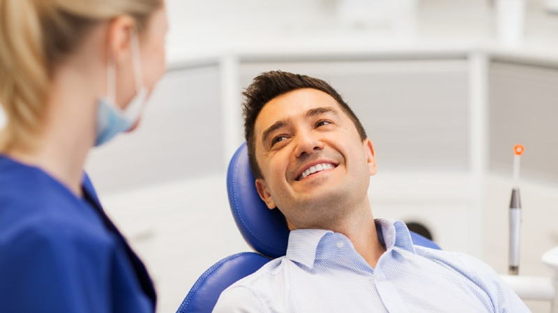 Fil dentaire ou brossette interdentaire, comment choisir ?